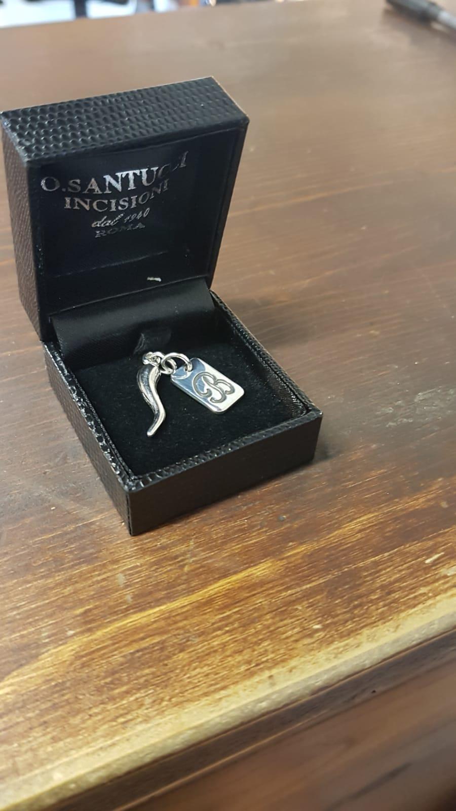 Mini medaglia in argento con cornetto porta fortuna di Otello Santucci